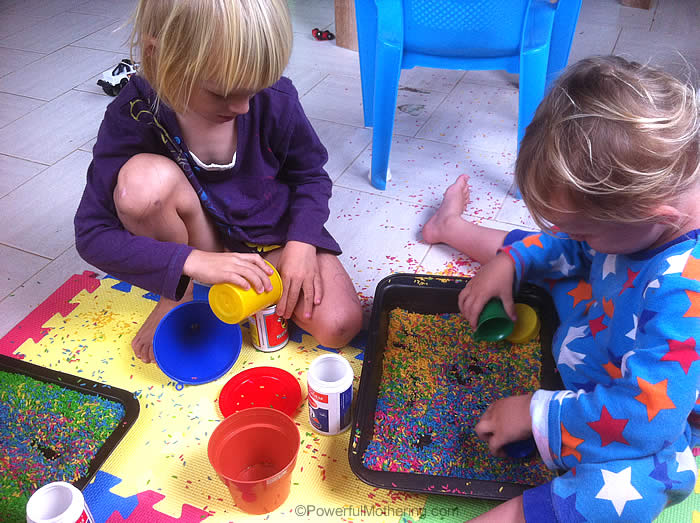 kids love color rice play scooping