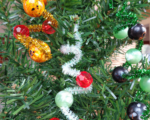 Easy Christmas Ornaments for Kids: Pipe Cleaner + Beads