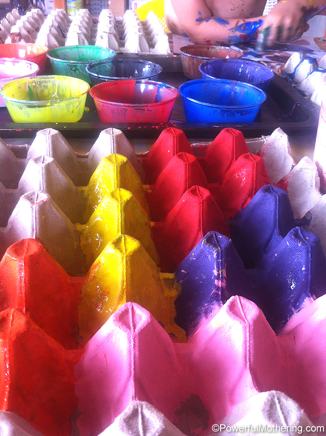 paint the egg carton for your crafts