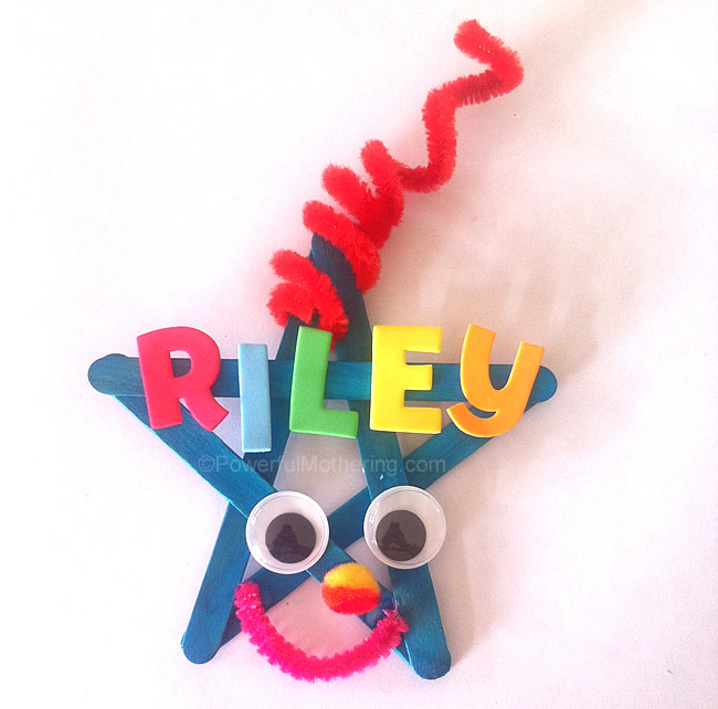 Make this cure little name star Christmas Craft with your kids. Check out the list of things to do with it!