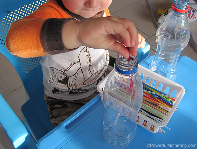 busy bag with straws for fine motor activities from PowerfulMothering.com