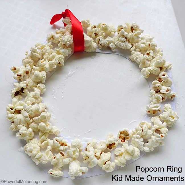 Easy Popcorn Ring – Kid Made Ornaments - Easy Popcorn Ring - Kid Made Ornaments