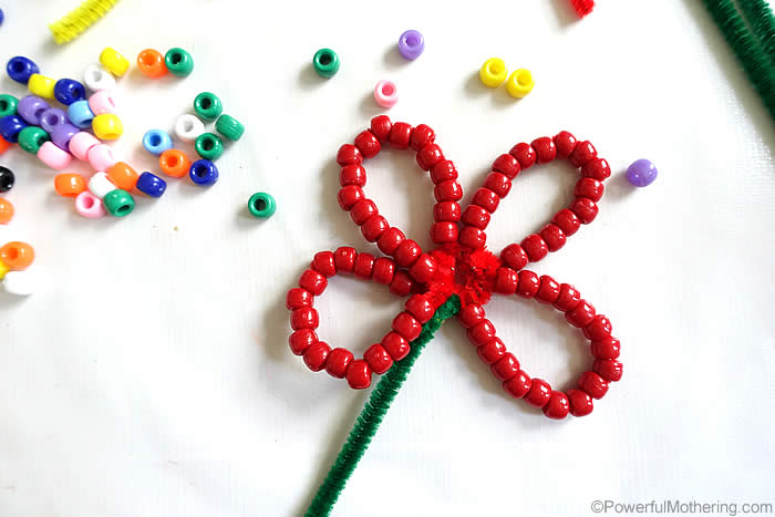 overlapping pipecleaners to make a flower