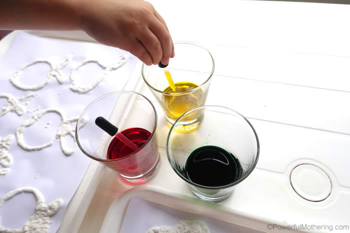 color-vinegar-with-eye-droppers-apple-coloring