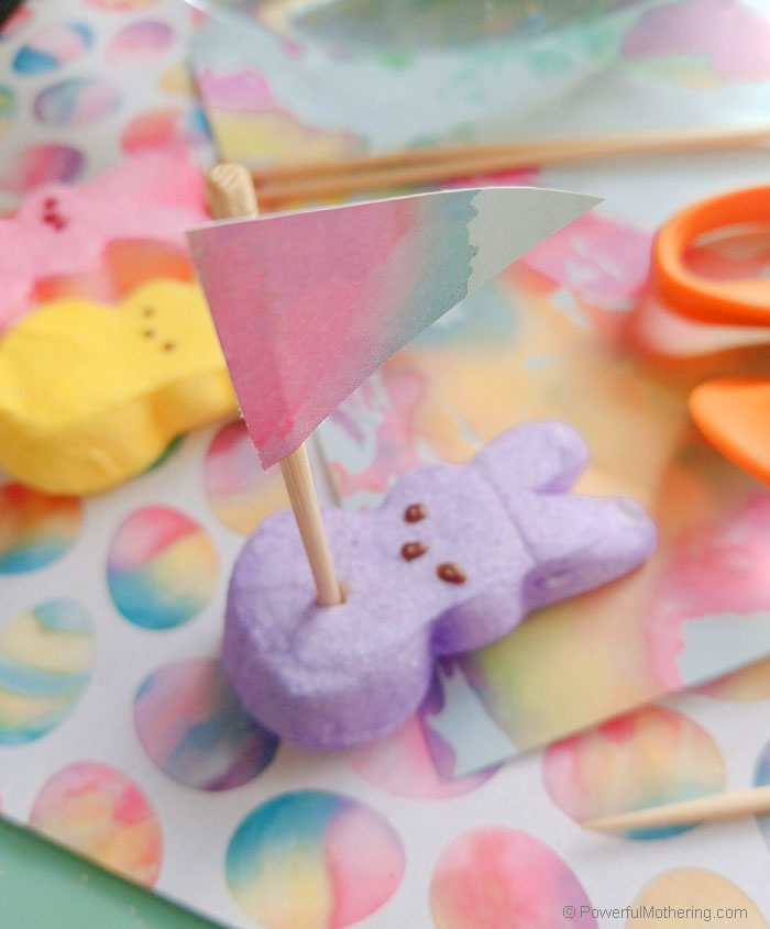 A fun Easter themed STEM activity. The peeps activity uses simple supplies to create floating (or sinking) boats. This is a great preschool activity!