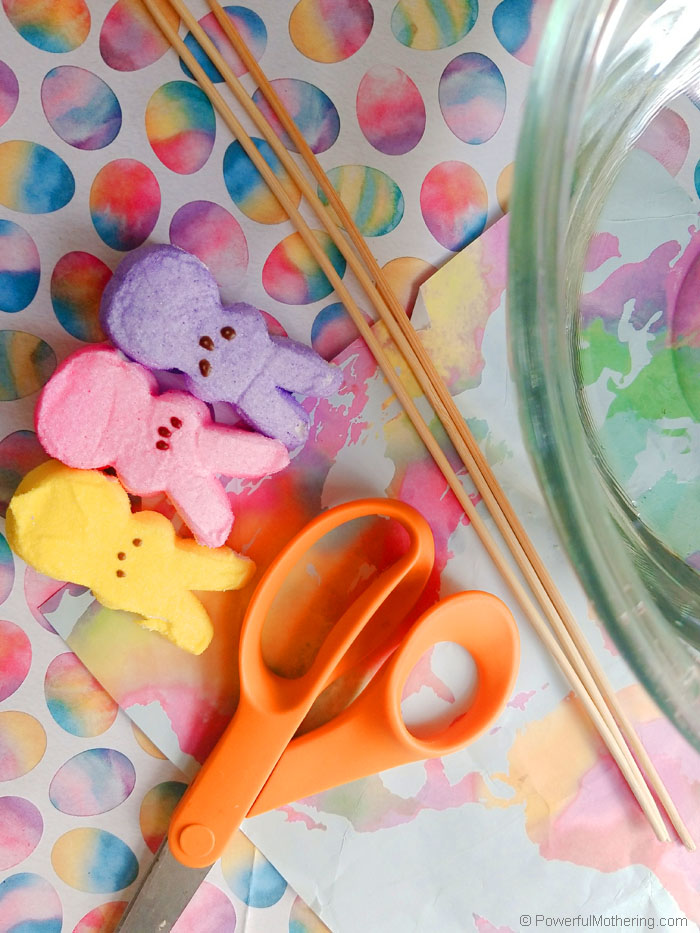 A fun Easter themed STEM activity. The peeps activity uses simple supplies to create floating (or sinking) boats. This is a great preschool activity.