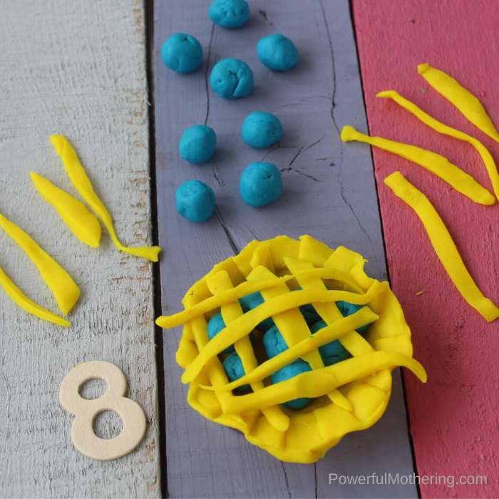 A low prep counting game for preschoolers and kindergarteners. This pie playdough game is not only fun but so beneficial.
